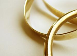 スターネックレスが取り扱うチェーンの素材は主にプラチナ850とK18ゴールドの貴金属ネックレスです。