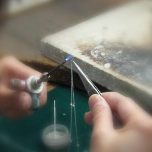 ご購入頂きましたネックレスチェーンの修理・加工にも対応しております。アフターサービスも充実の専門店。
